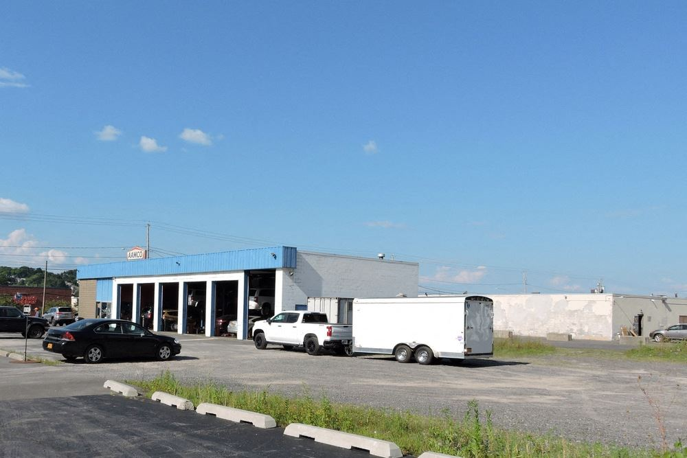 4,000 SF Retail Building on .89 Acres with Turn-Key Business