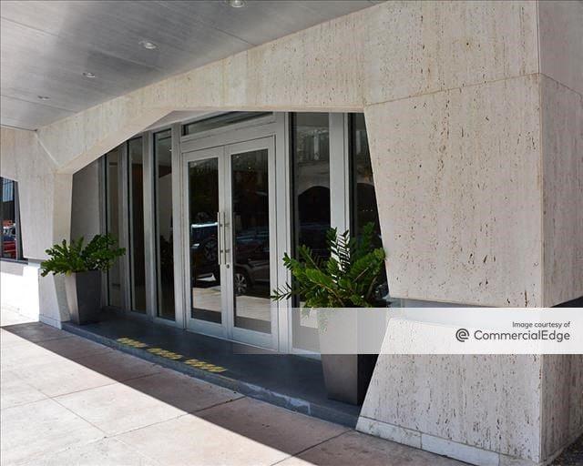 2121 Ponce de Leon Building