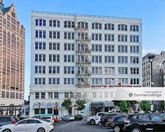 River Bank Plaza - Milwaukee
