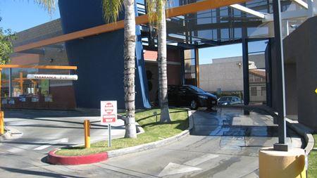 3 Auto Bays With Customer Lounge - Moreno Valley