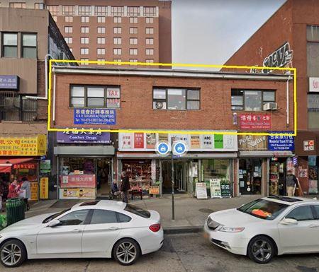 13527 Roosevelt Ave - Flushing