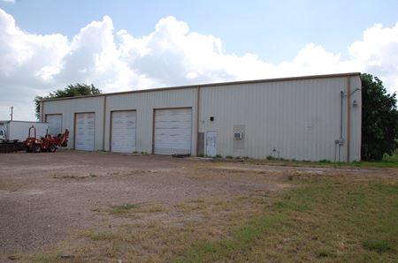 Warehouse/Shop on 3.4 fenced Acres - Combes