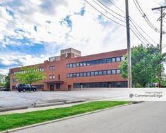 2600 Far Hills Building - Oakwood