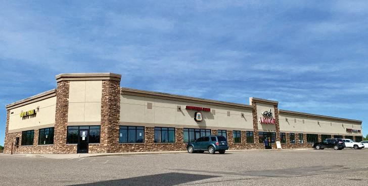 Delux Retail Center