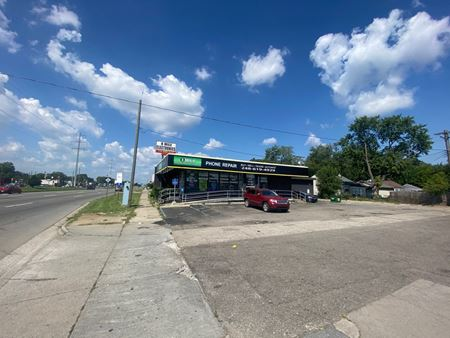13630 W 8 Mile Rd - Oak Park