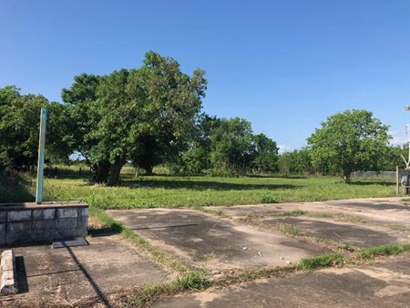1631 Main St LaMarque TX  (+/-) 6.191 Acres- REDUCED SALE PRICE - La Marque