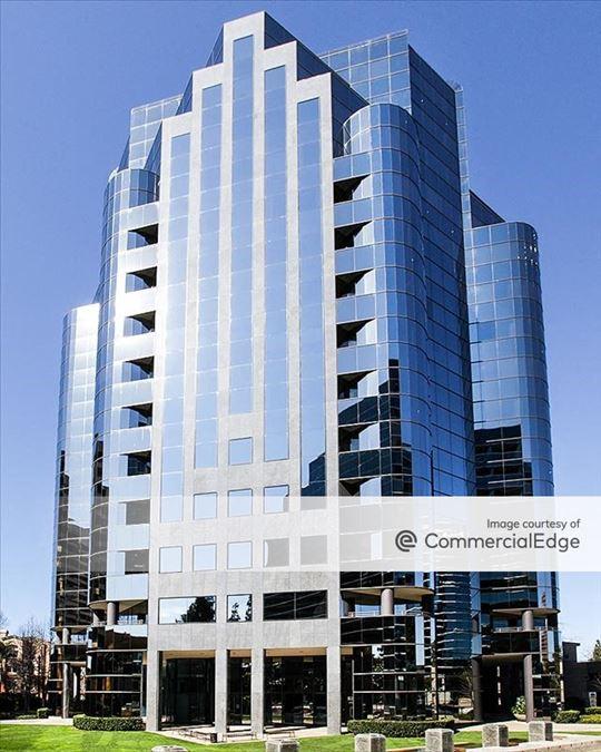 La Jolla Square - 4225 Executive Square