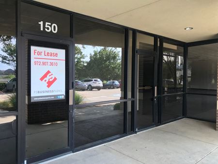 9,888 SF Office/Warehouse - Royal Ln Frontage Space Photo Gallery 1