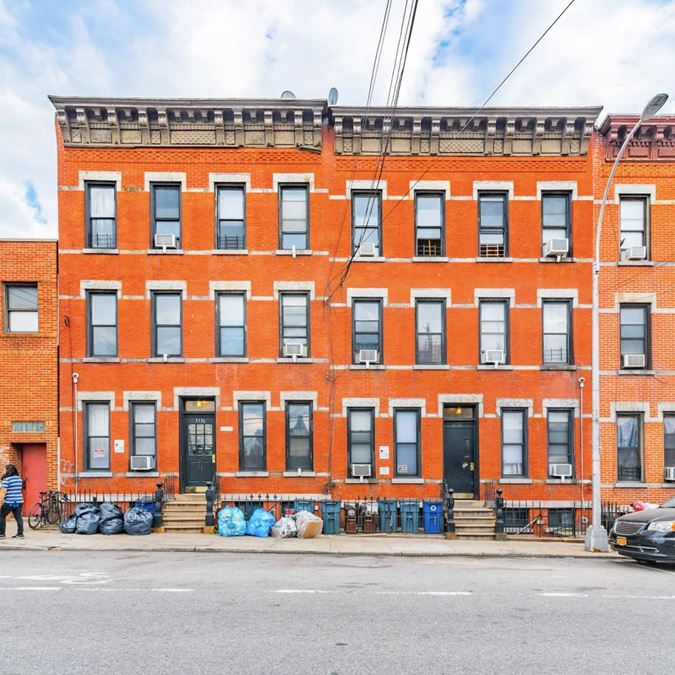 3134-3136 Greenpoint Ave