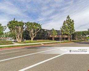 Metro Pointe Business Center - 940 & 950 South Coast Drive