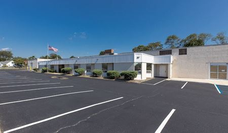 215 Candlewood Rd - Bay Shore