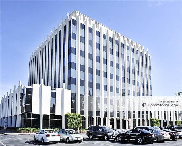 Fullerton Towers - 1400