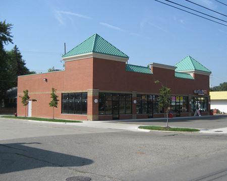 8 & Beech Plaza - Redford