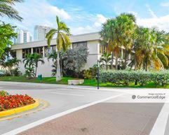 Winston Tower Plaza - Sunny Isles Beach