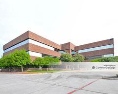 Centre at Brookhollow - Arlington