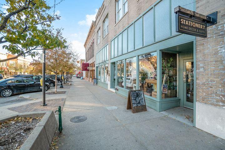 729-731 Massachusetts Street