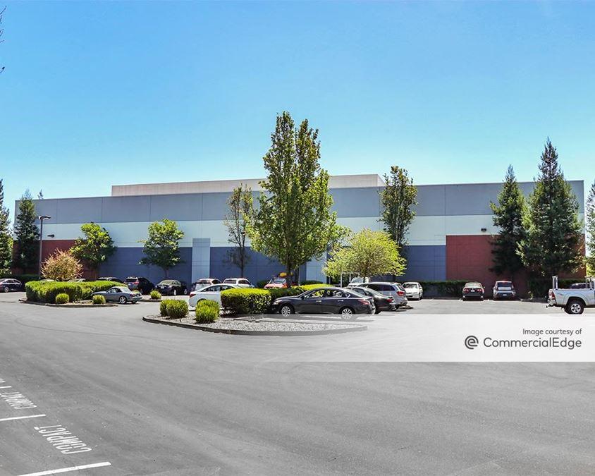 Airport Corporate Center - 3910 Brickway Blvd & 480-498 Aviation Blvd