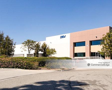 Sierra Gateway Industrial Park - 10846 Commerce Way - Fontana