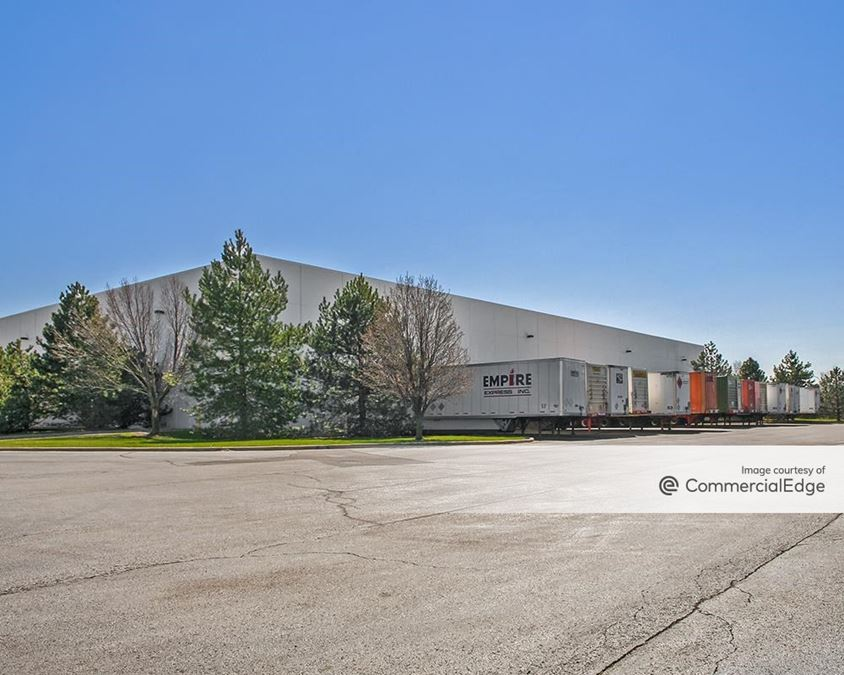 Bloomingdale Corporate Center - 303-333 Munroe Drive