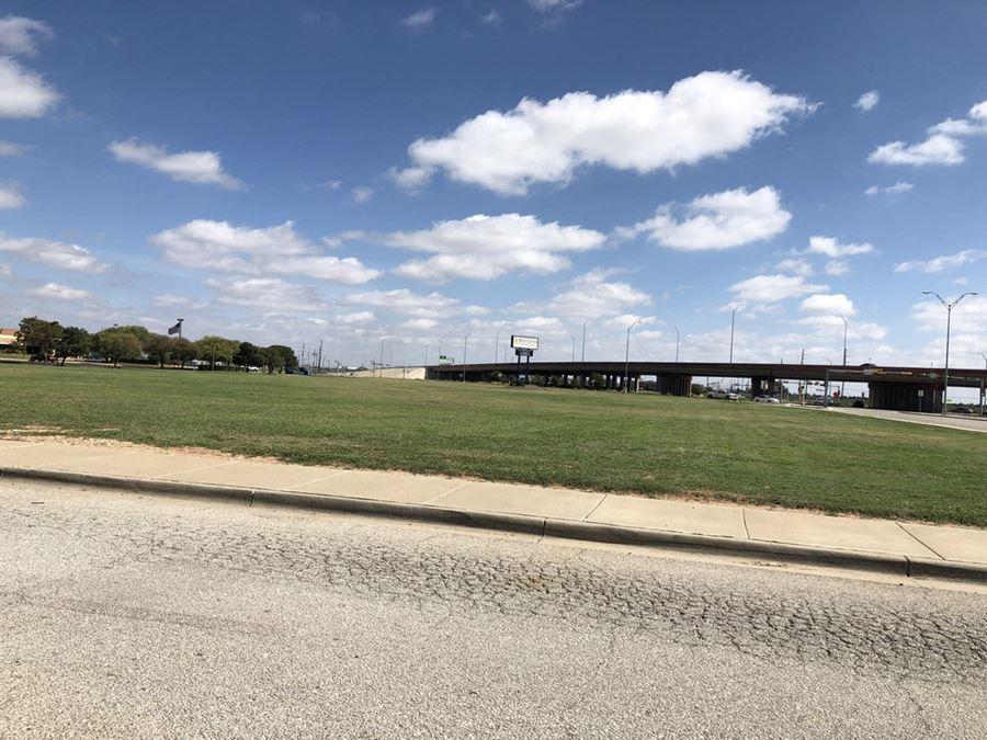 Retail Padsites Available - North Lubbock