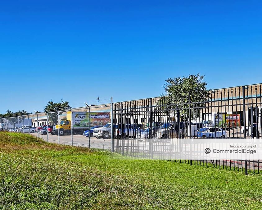 North Freeway Business Center - 4555 Airline Drive