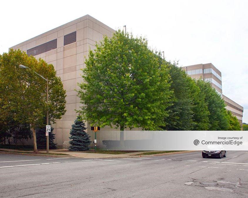 210 W Pennsylvania Ave