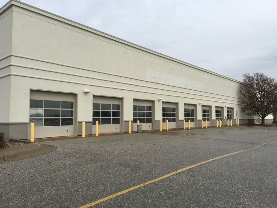 Former Sears Building - Oak View Mall