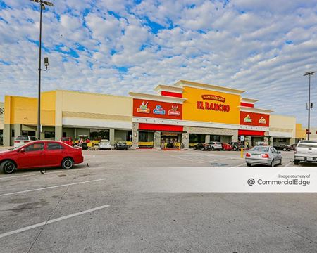 Towne North Shopping Center - Irving