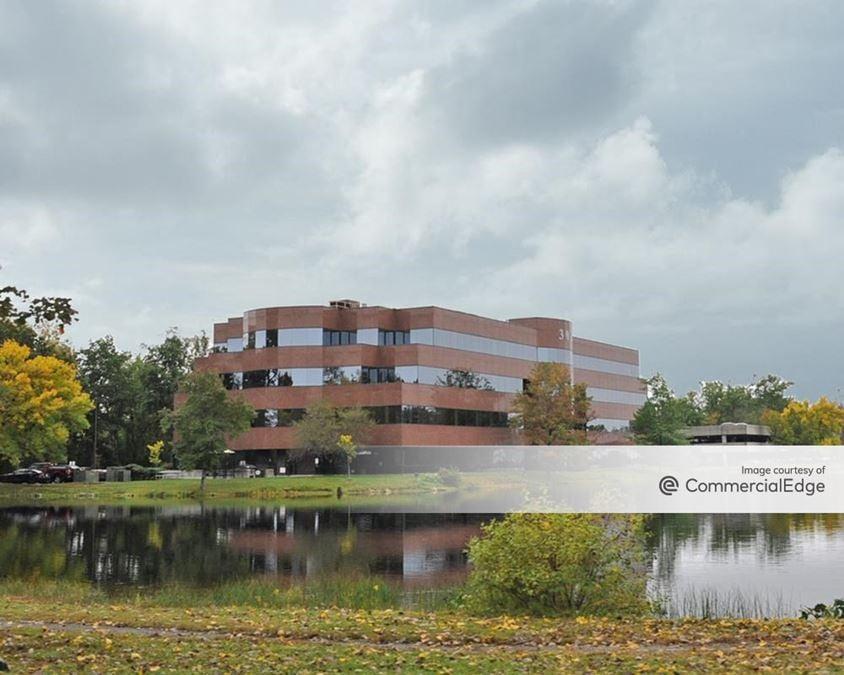 Hobbs Brook Office Park - 301 Edgewater Drive