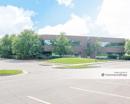 Pine Ridge East Business Park - One Pine Ridge Plaza - Lenexa