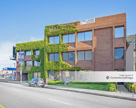 Radius Court - Encino