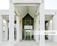 Commerce Plaza - 2015 Spring Road - Oak Brook