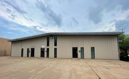 Freestanding office/warehouse