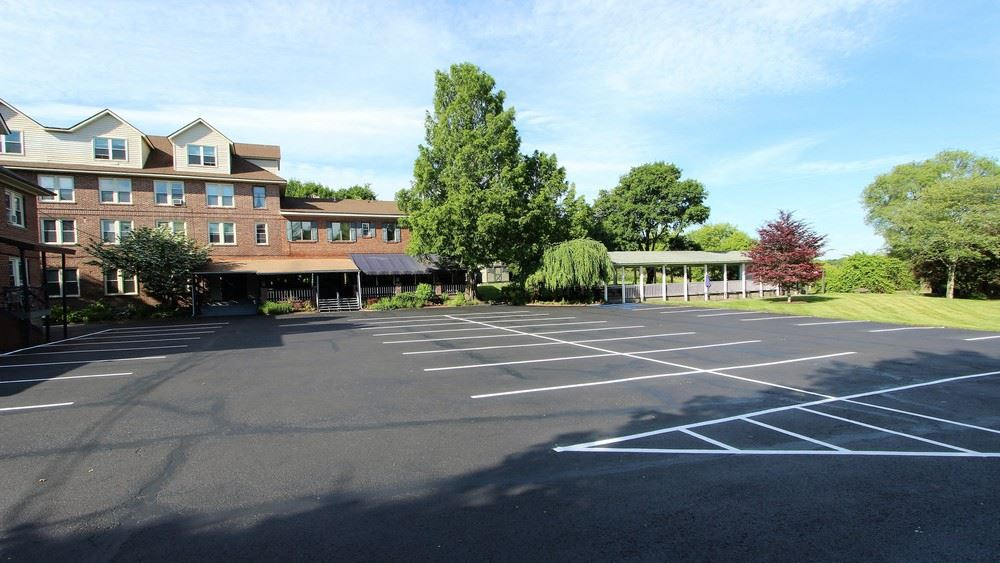 Applewood Apartments and Restaurant