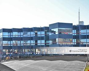 Rock Pointe Corporate Center - One Rock Pointe