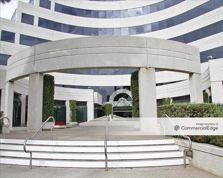 Cornerstone Plaza - Los Angeles