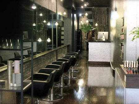 Ground Floor Retail/Salon plus basement Space Photo Gallery 1