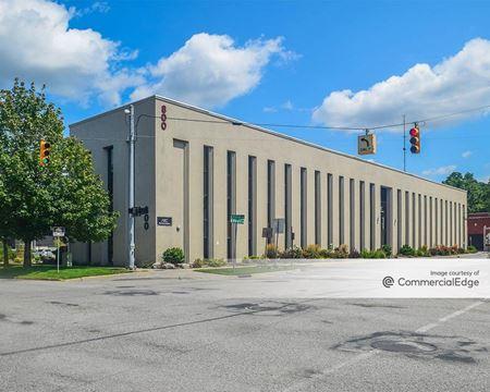 800 Monroe Avenue NW - Grand Rapids