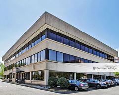 8318 Arlington Blvd - Fairfax