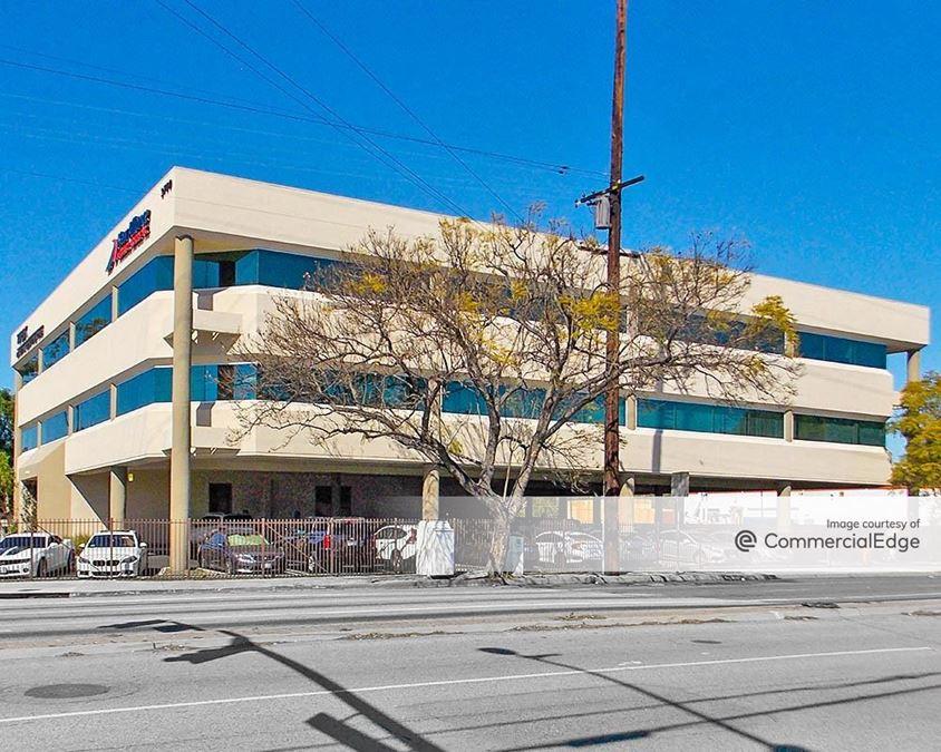 3700 Santa Fe Avenue