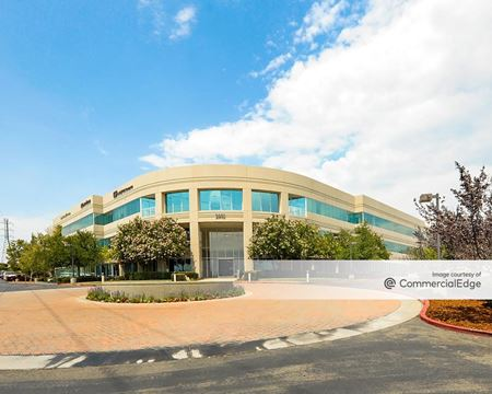 Douglas Corporate Center - 2901 Douglas Blvd - Roseville