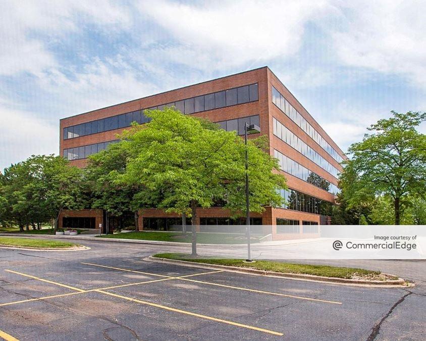 Lincolnshire Corporate Center - 300 Knightsbridge Pkwy