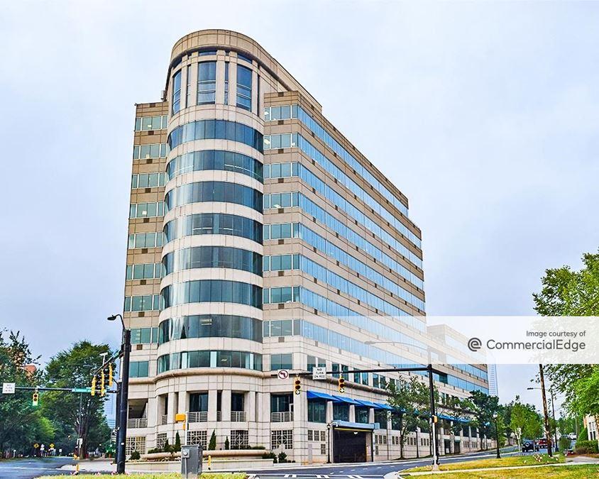 Gateway Center - 901 West Trade Street