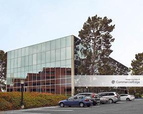 Koll Center Newport - 4040 MacArthur Blvd