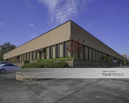 Plaza West Service Center - St. Louis