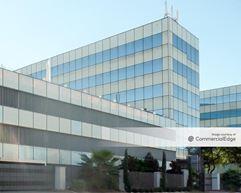 Galleria Oak Towers - 5821 Southwest Fwy - Houston
