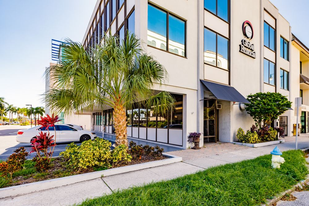 GREAT DOWNTOWN LOCATION NEXT TO COURTHOUSE!