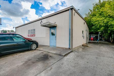 3,428 SF Retail/Auto Repair Opportunity - Houston