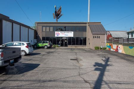 Warehouse w/ Showroom For Sale! - Louisville