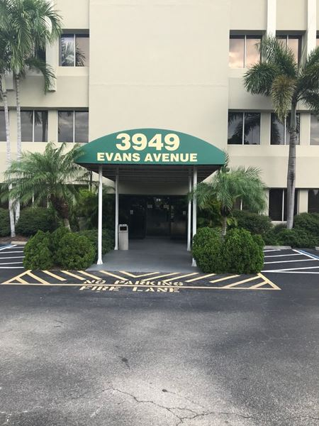 Land Your Business in the Landmark! - Fort Myers